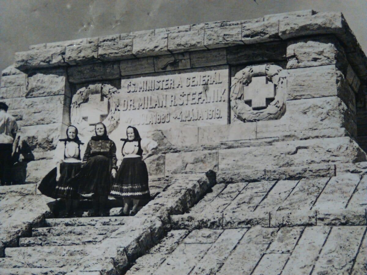 Mohyla na Bradle, historická fotografia z roku 1940