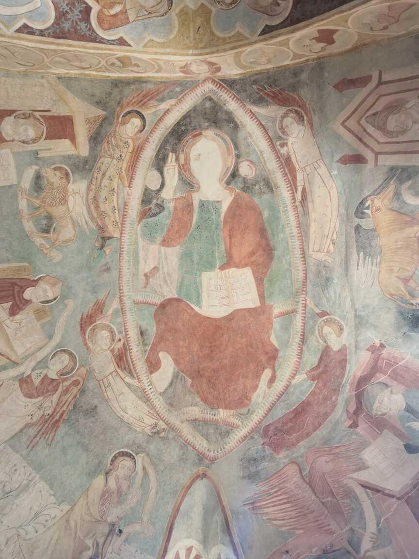 Nástenné maľby v kostole Najsvätejšej Trojice v Rákoši
