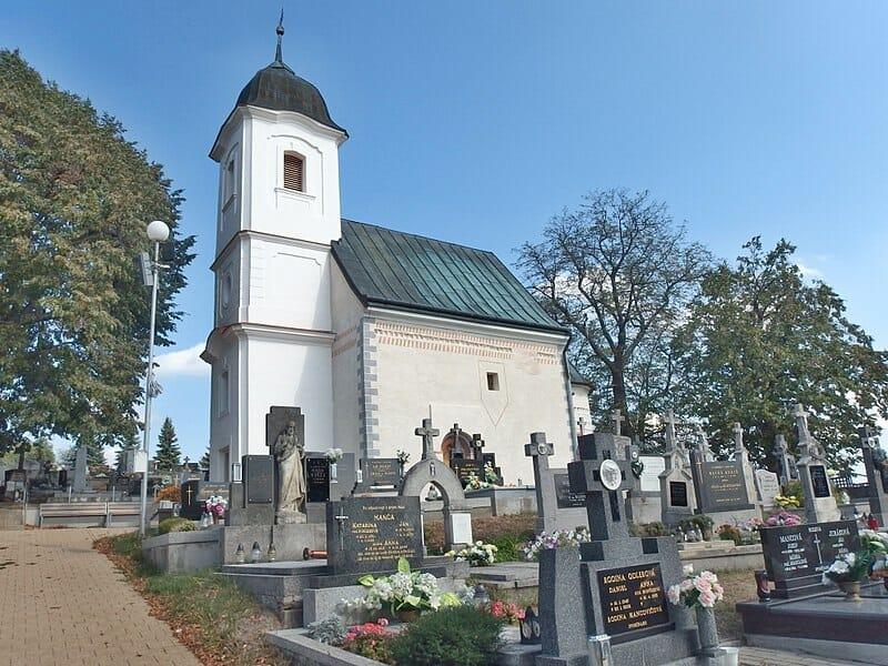 Románsky kostol v Dechticiach