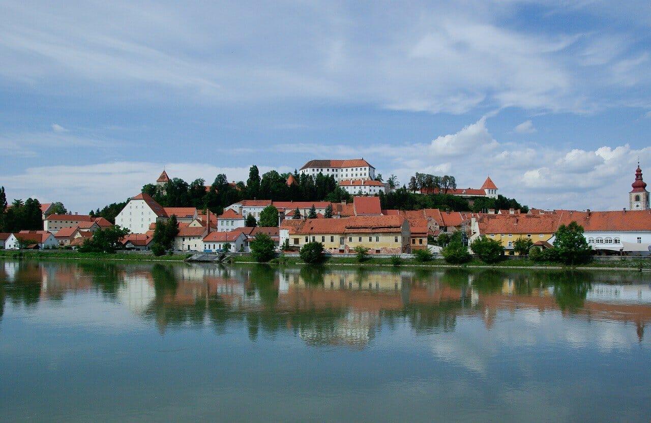 Pohľad na mestečko Ptuj, Slovínsko