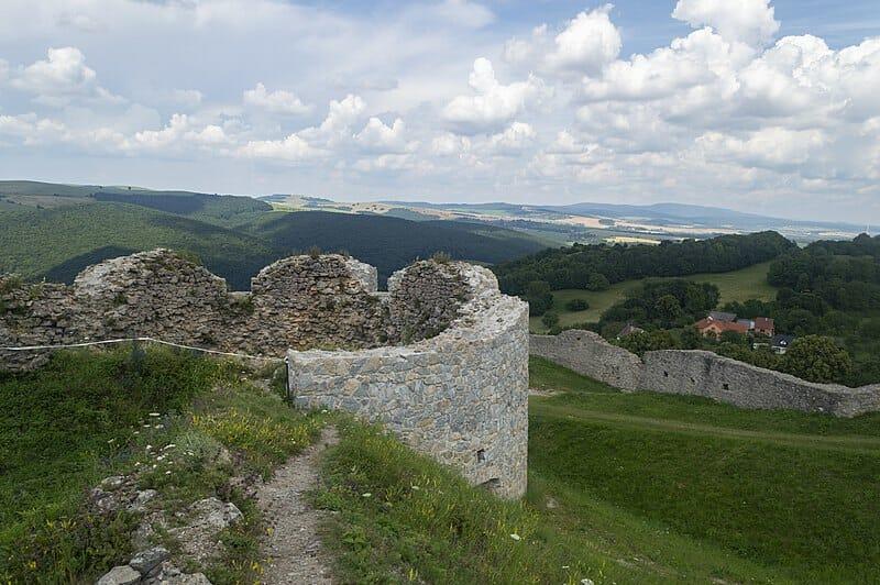 Výhľady z hradu Branč pri bašte