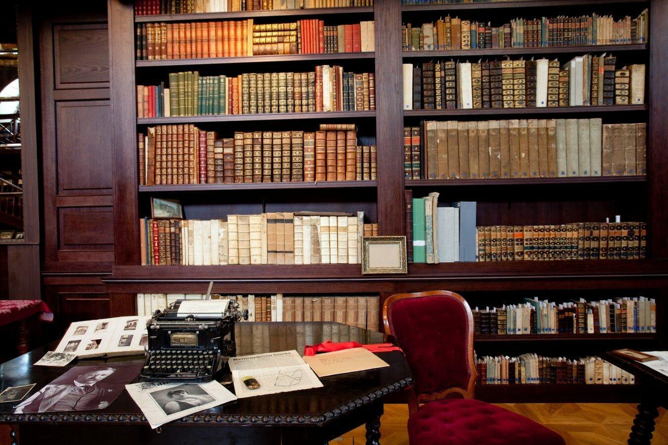 Aponiovská knižnica