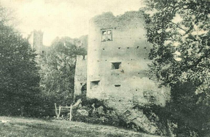 Historická fotografia Hradu Uhrovec – rok 1901