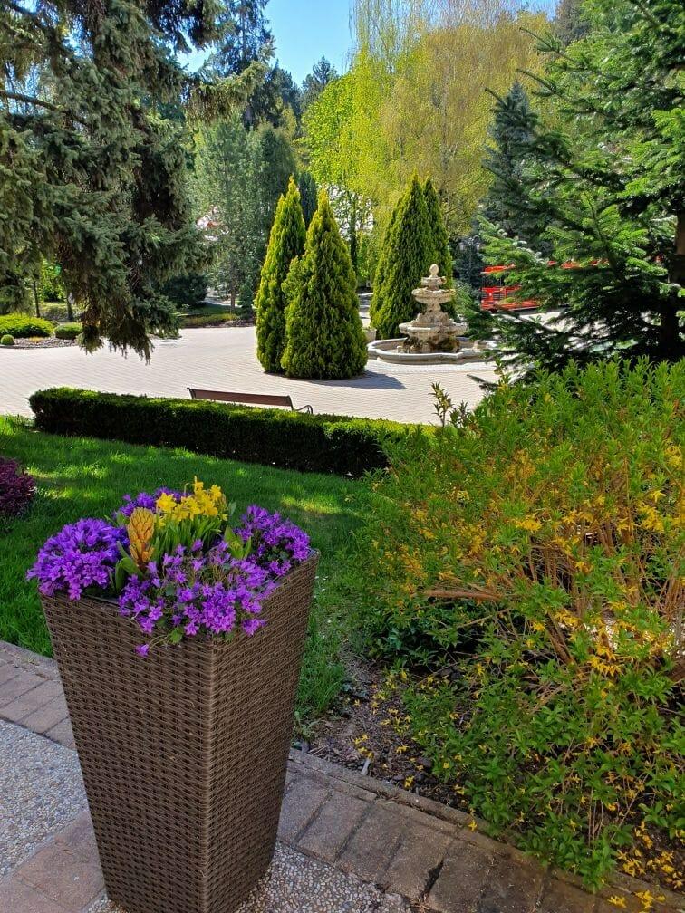 Zeleň a kvety v kúpeľnom parku Bojnice