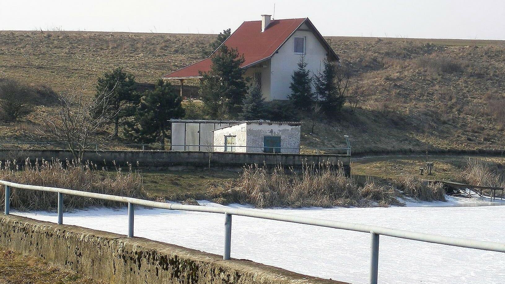 Chata pri rybníku