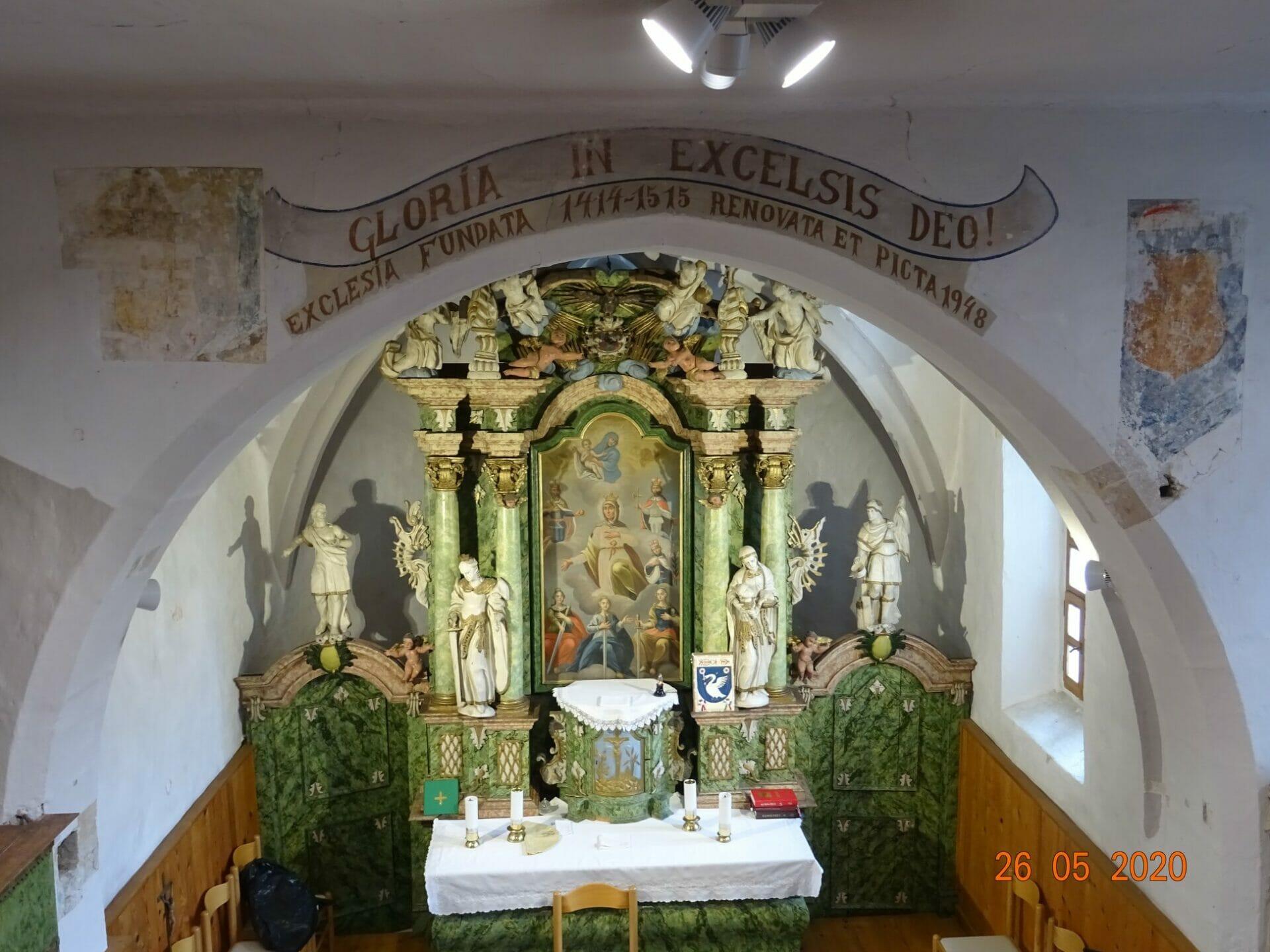 Oltár a vzácne fresky