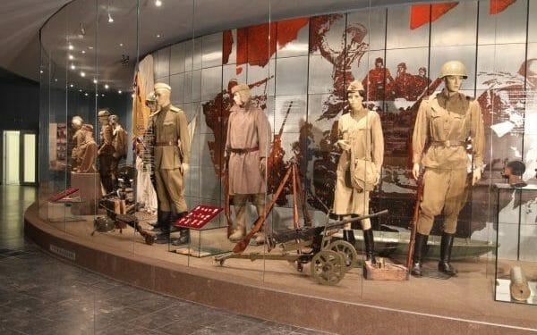 Expozícia Vojenského múzea vo Svidniku – výstroj a výzbroj z 2. sv. vojny