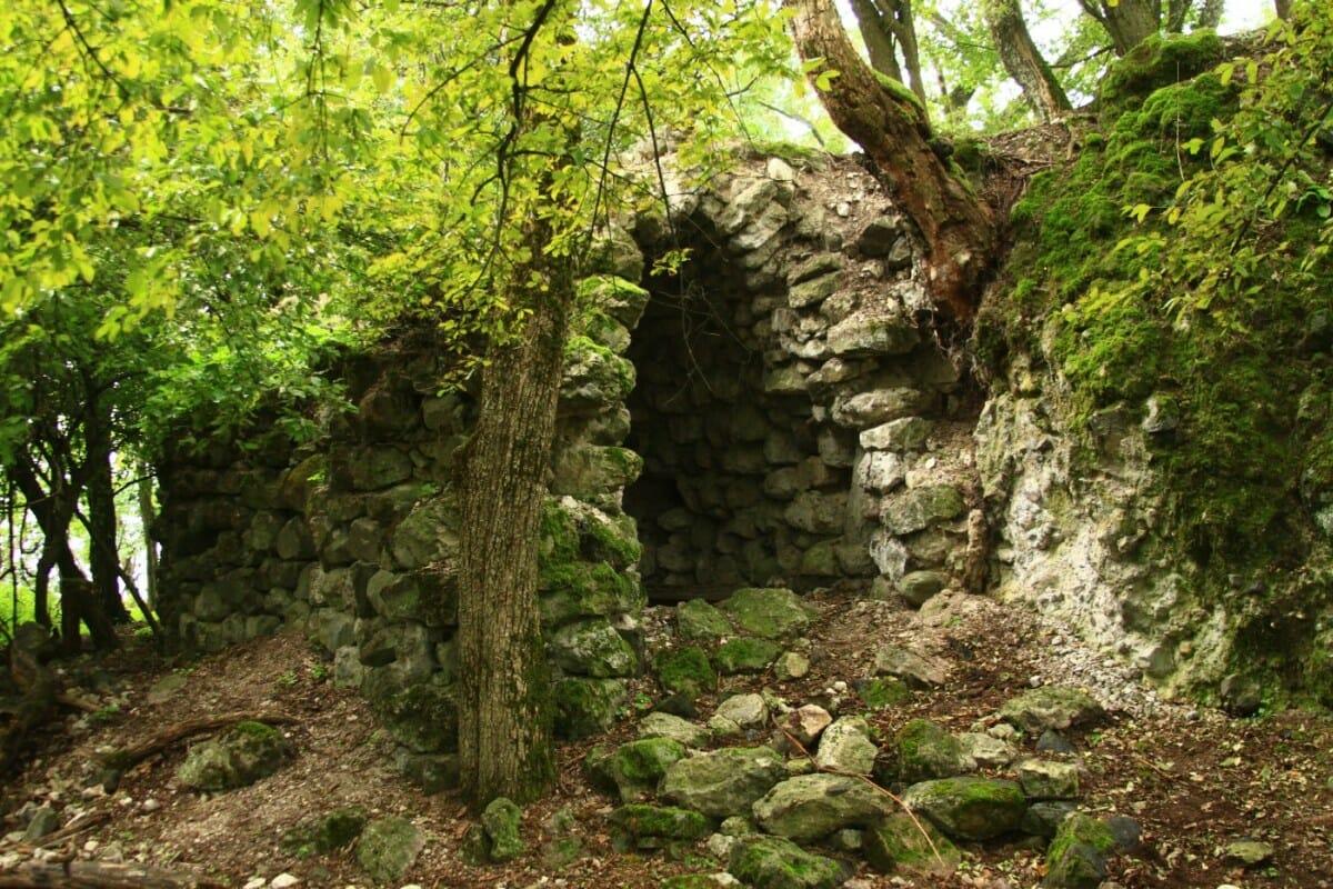 Pozostatky hradu Blh zo 14. storočia