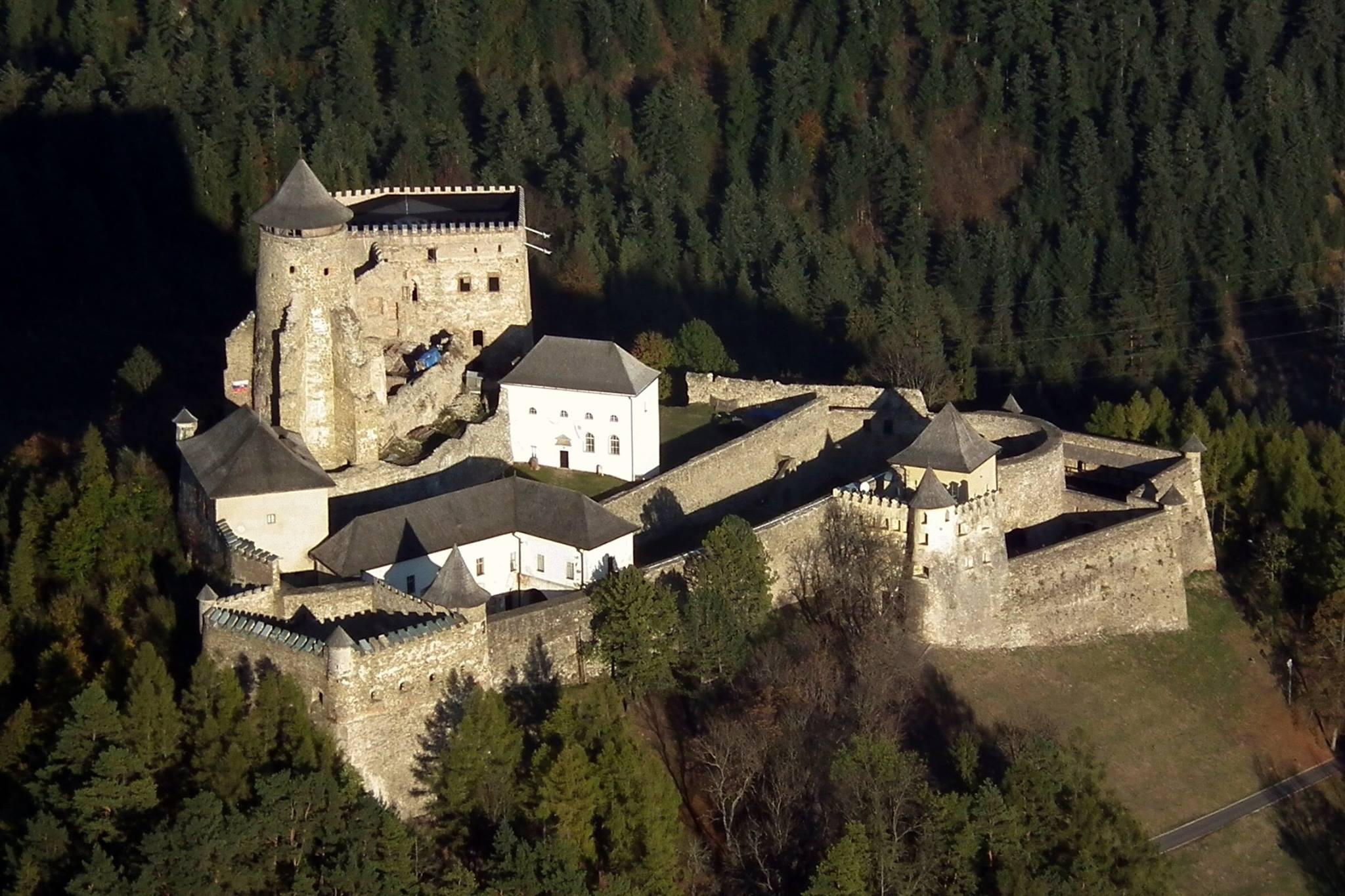 Letecký pohľad na Ľubovniansky hrad