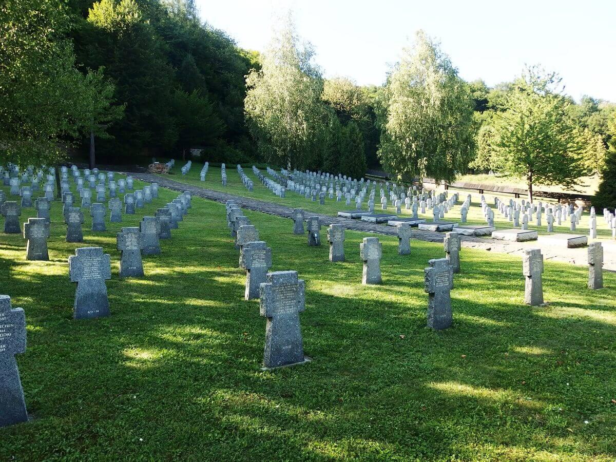 Vojenský cintorín v Hunkovciach