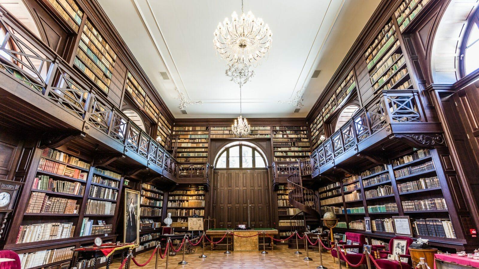 V Aponiovskej knižnici nájdete knihy z rôznych historických období