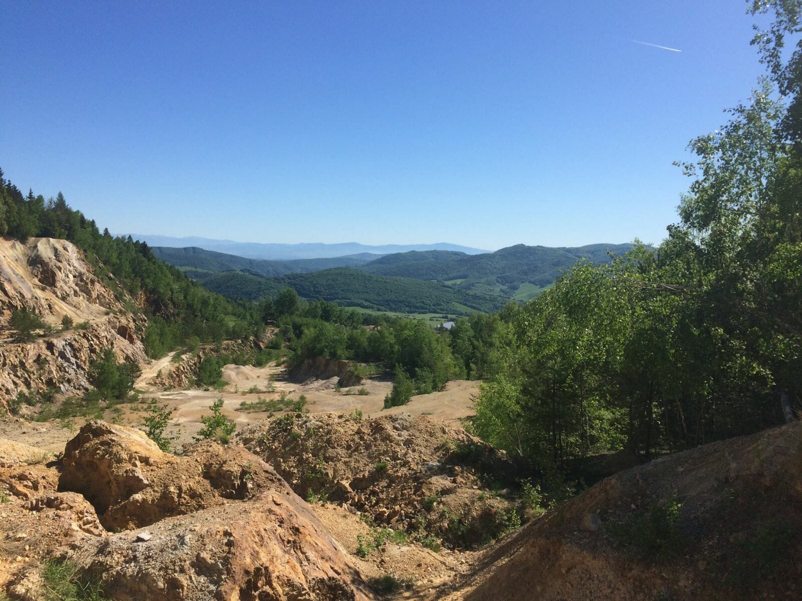 Krištálový kameňolom Šobov – výhľad na Štiavnické vrchy