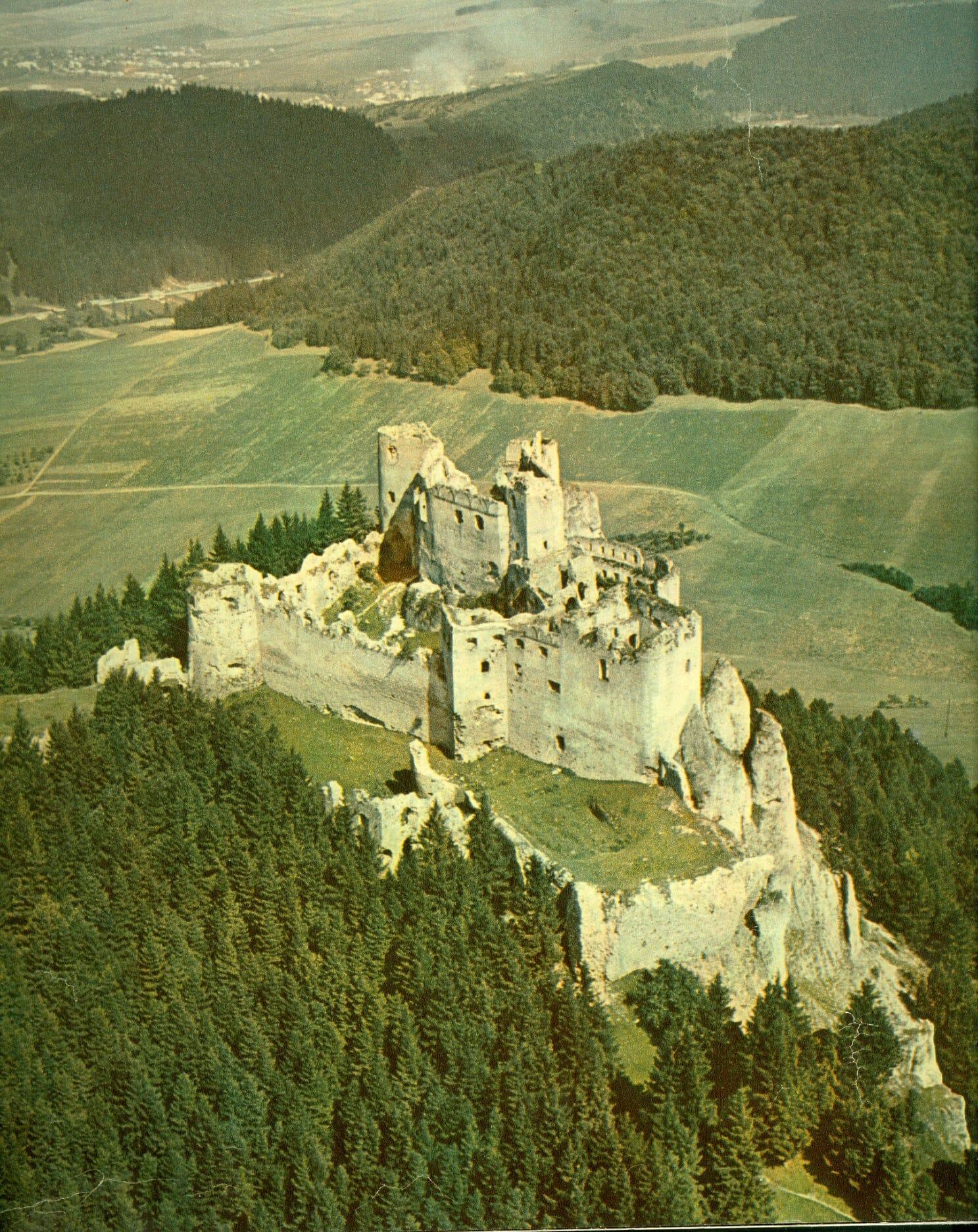 Hrad Lietava na historickej fotografii