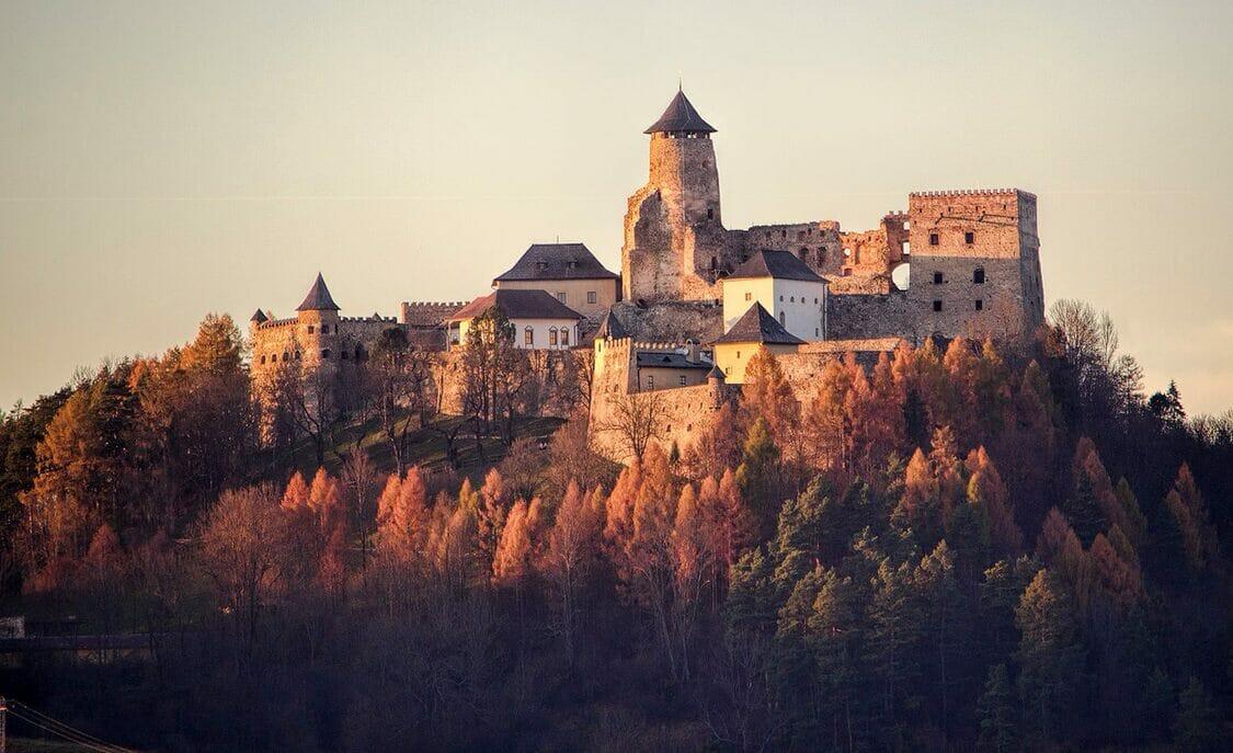 Pohľad na krásu Ľubovnianskeho hradu