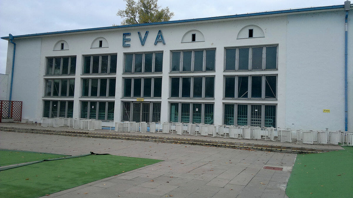 Budova plaveckého bazéna – Kúpalisko Eva Piešťany