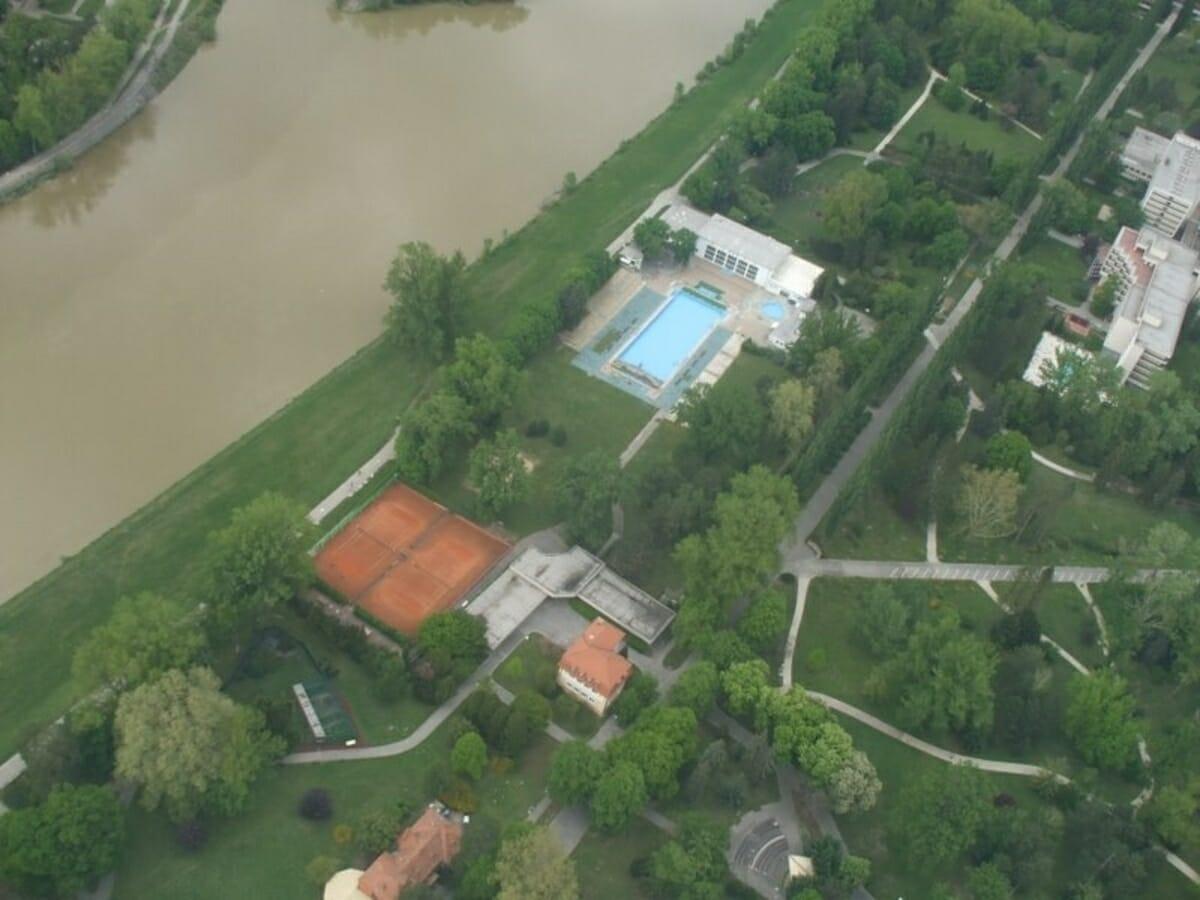 Letecký pohľad na kúpalisko Eva Piešťany
