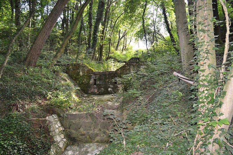 Na toku Haluzického potoka je vybudovaných niekoľko prehrádzok na zachytávanie naplavenín