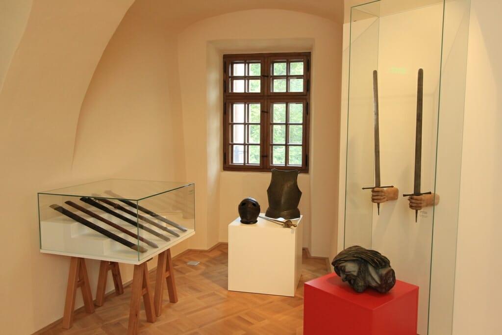 Budatínsky hrad, expozícia Dejiny Žiliny – zbierka katovských mečov
