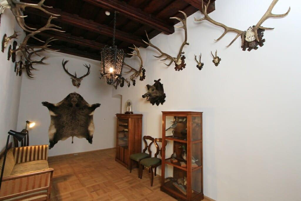 Expozícia Dobový interiér – lovecká miestnosť