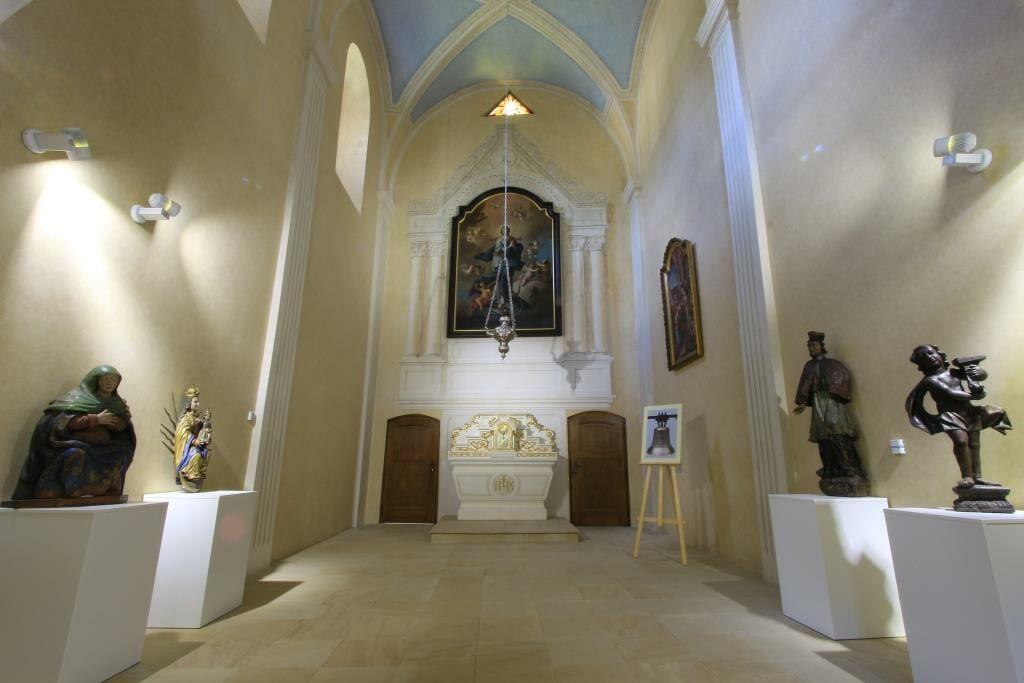 Oltárny obraz v kaplnke Budatínskeho hradu – najvzácnejšia historická a umelecká pamiatka