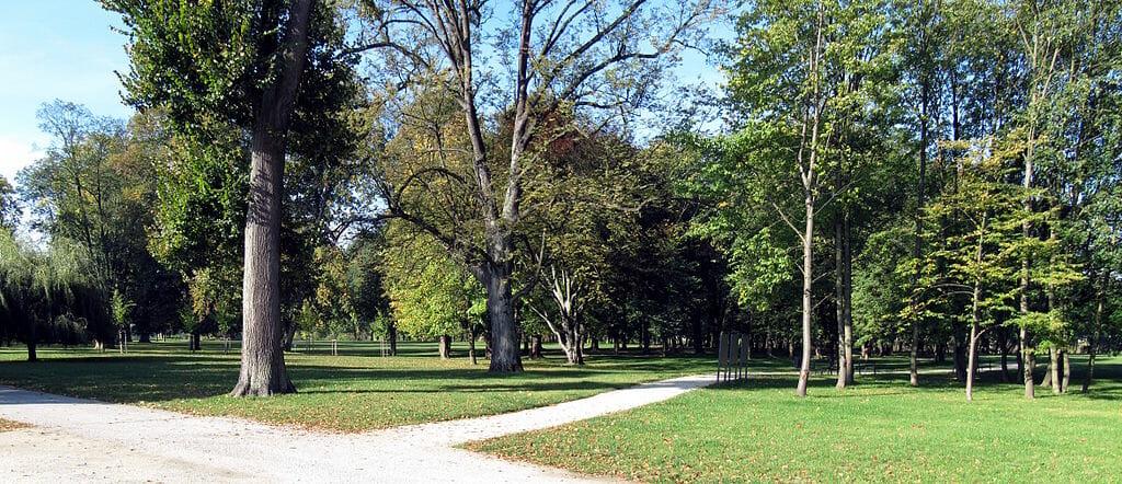 """Park pri Budatínskom hrade nazývaný aj """"zámocký park"""""""