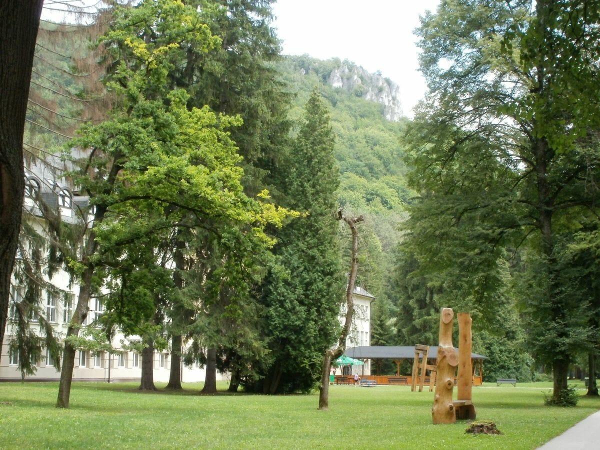 Park pri hoteli Skalka Rajecké Teplice