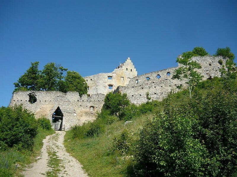 Ruina topoľčianskeho hradu
