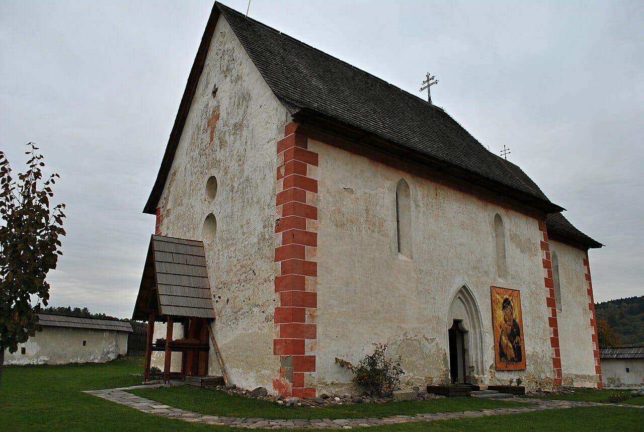 Bočný pohľad na kostol sv. Martina v Čeríne