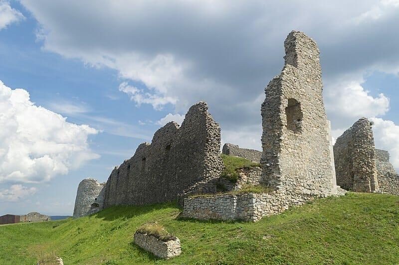 Brána do stredného hradu hradu Branč