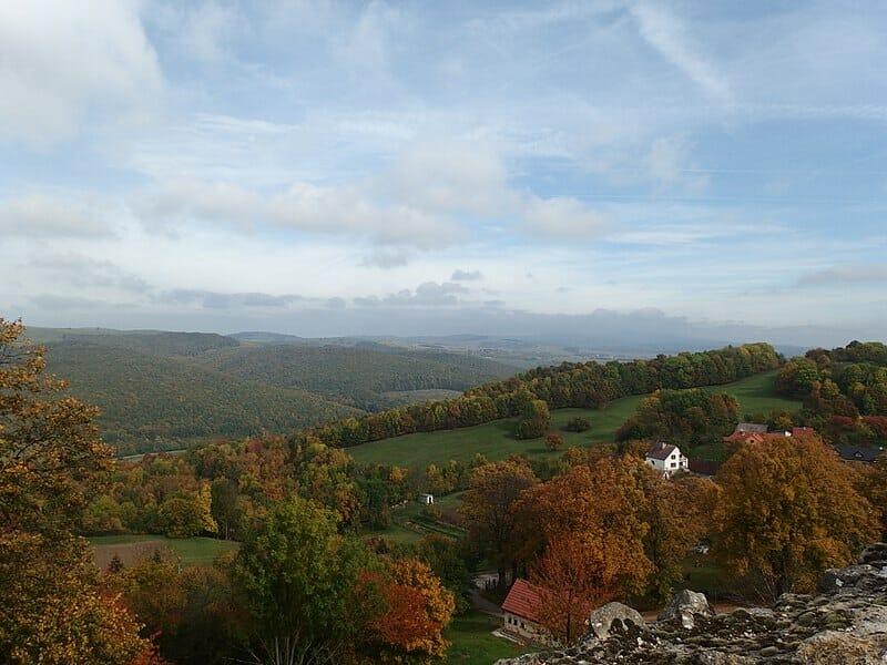 Výhľad z hradu Branč na kopaničiarsku krajinu