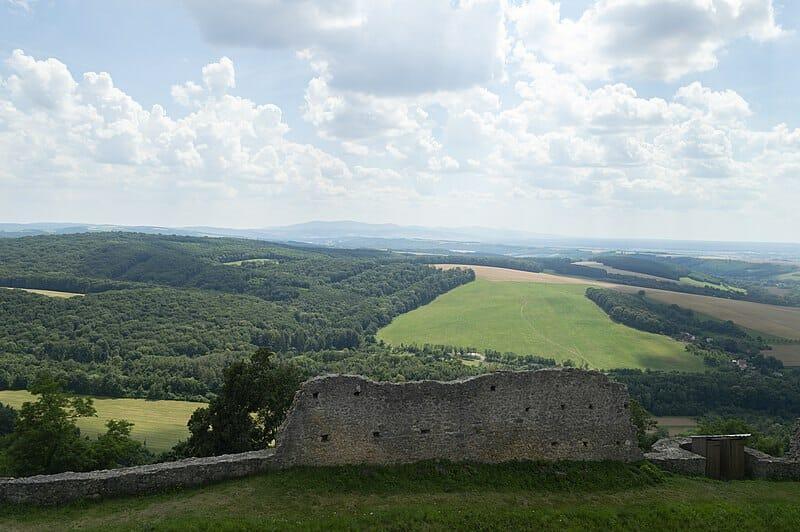 Výhľady z hradu Branč na myjavskú pahorkatinu