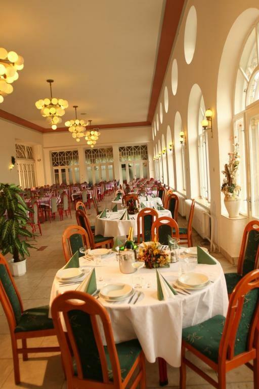 Interier reštaurácie v Bielom dome grófa Zámoyského