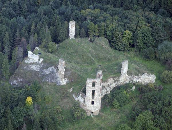 Letecký pohľad na hrad Plaveč