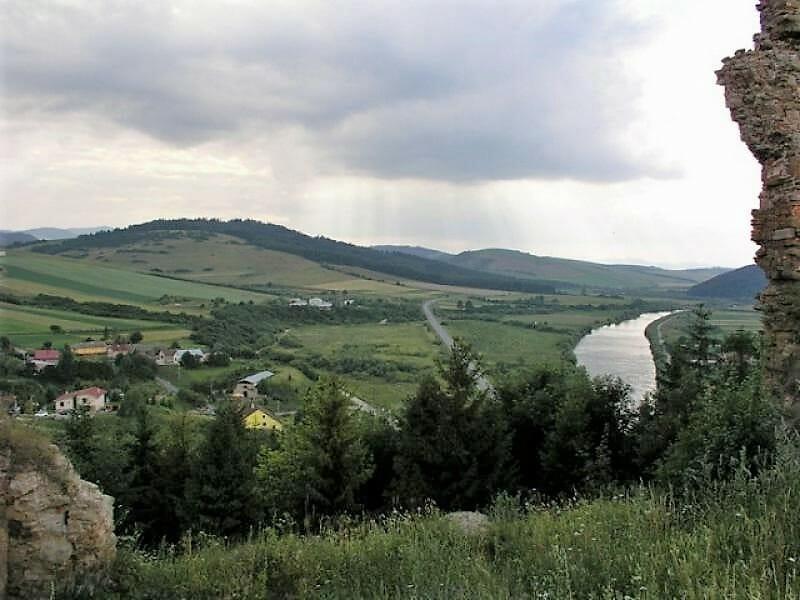 Výhľad na okolie z Plavečského hradu