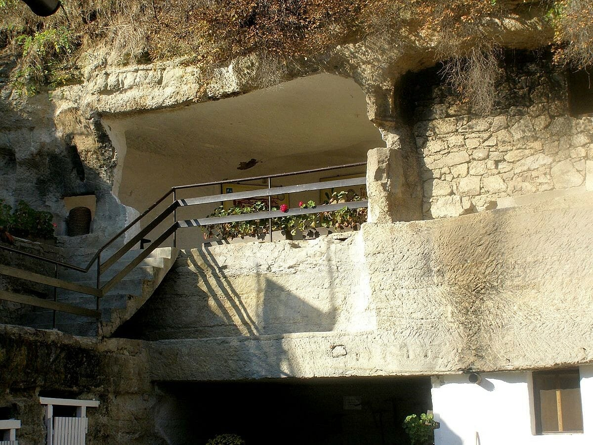 Brhlovce – skalné obydlia