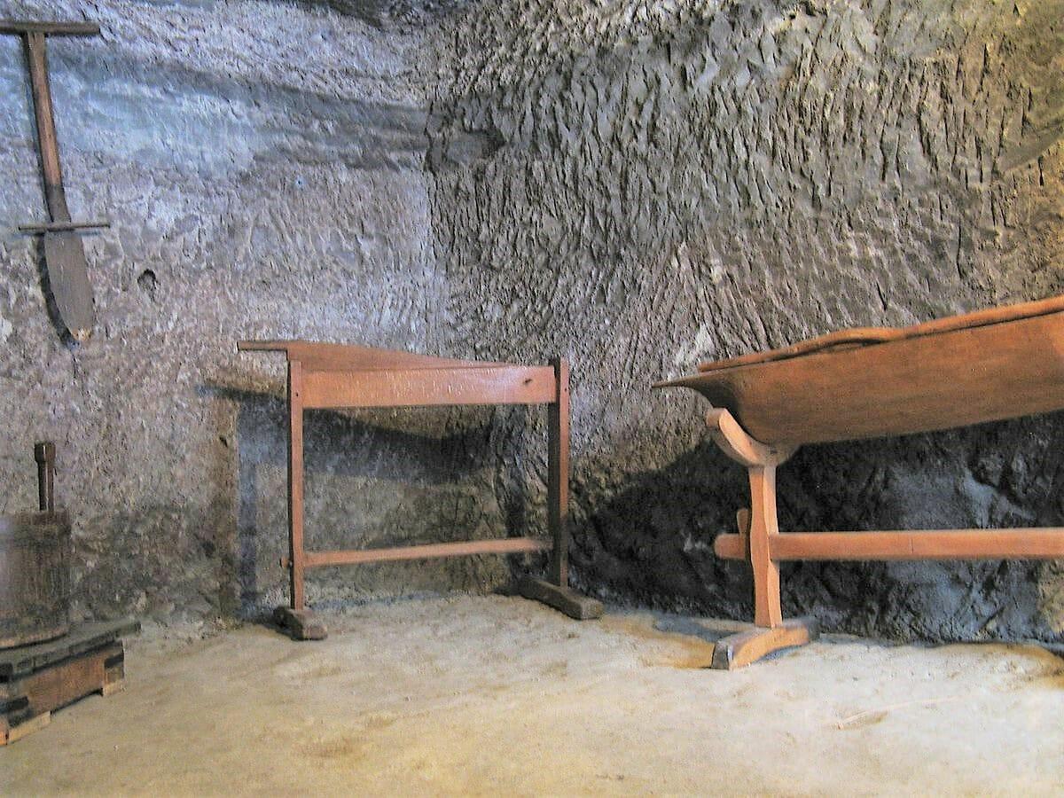 Skalné obydlia v Brhlovciach – interiér domu