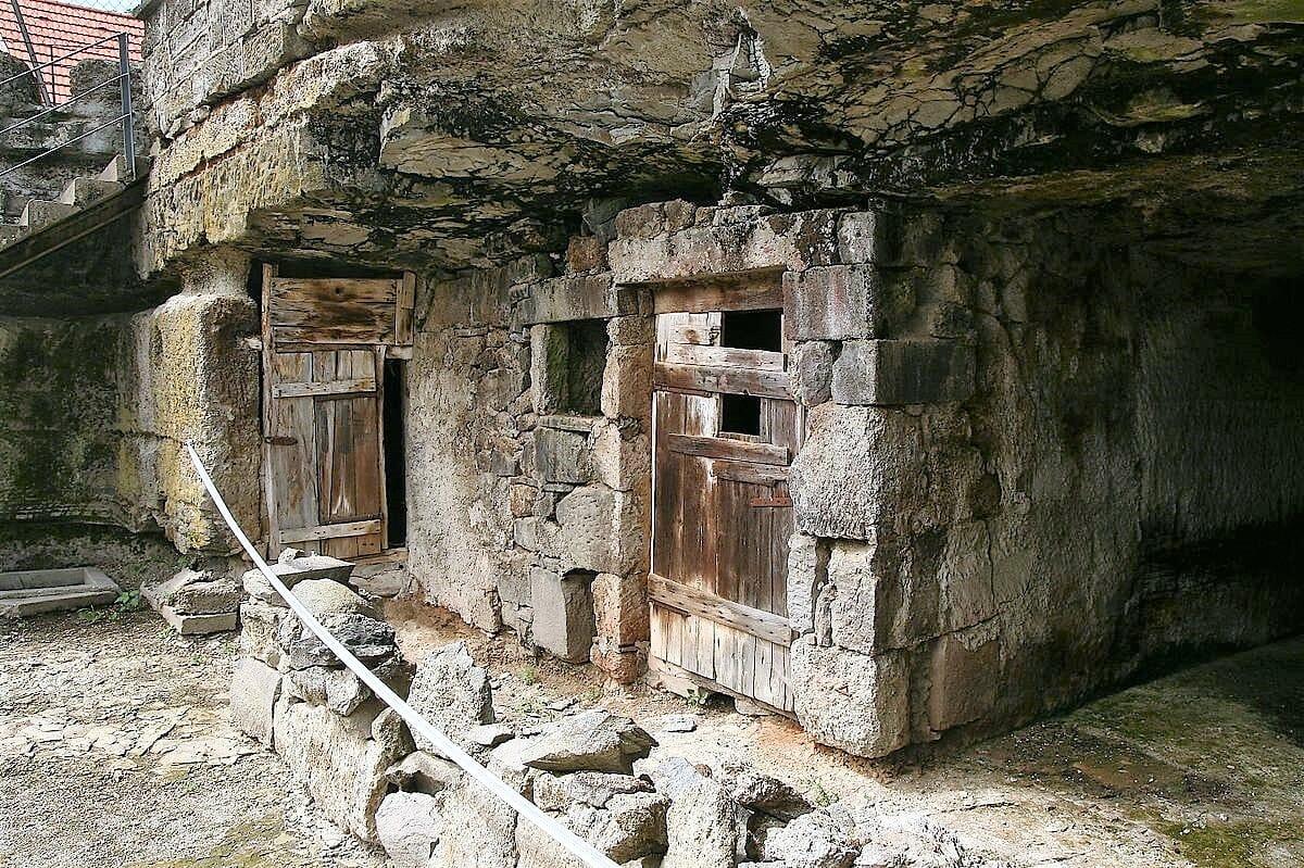 Sklané obydlie v Brhlovciach - detailný pohľad