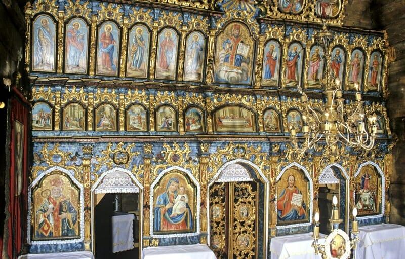 Jedlinka – interiér dreveného kostola