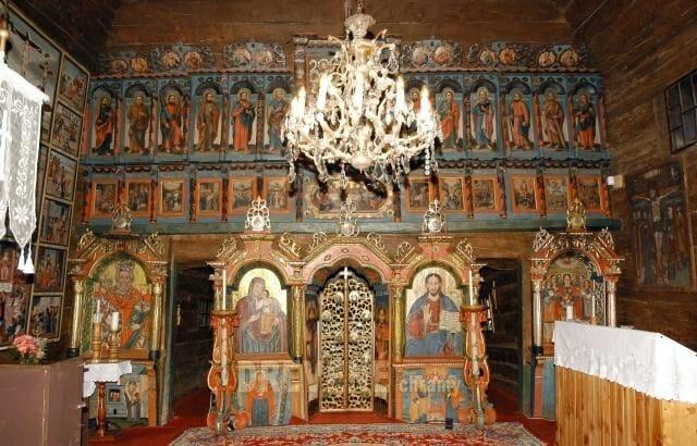 Interiér kostola v obci Krivé