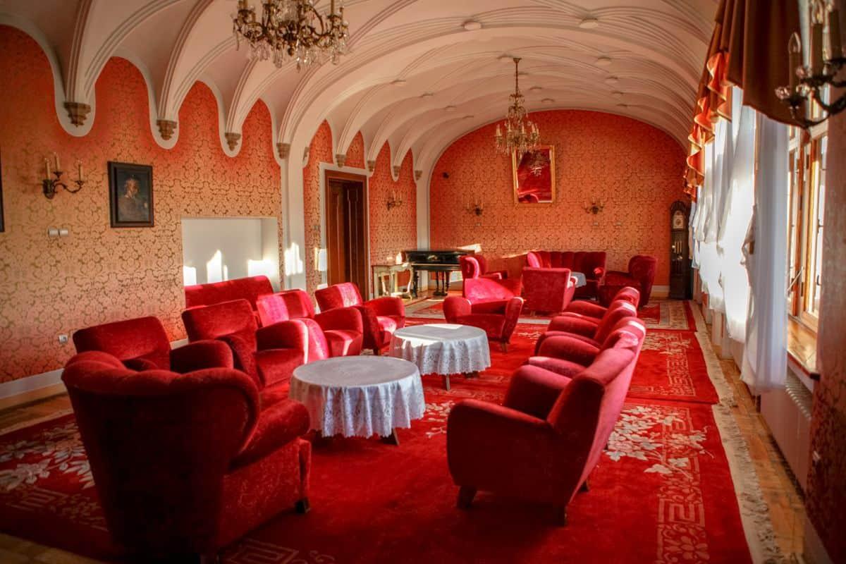 Červený salón zámku Smolenice