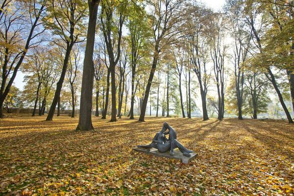 Sochárstvo 20.stor. v priľahlom anglickom parku kaštieľa Strážky – stála expozícia