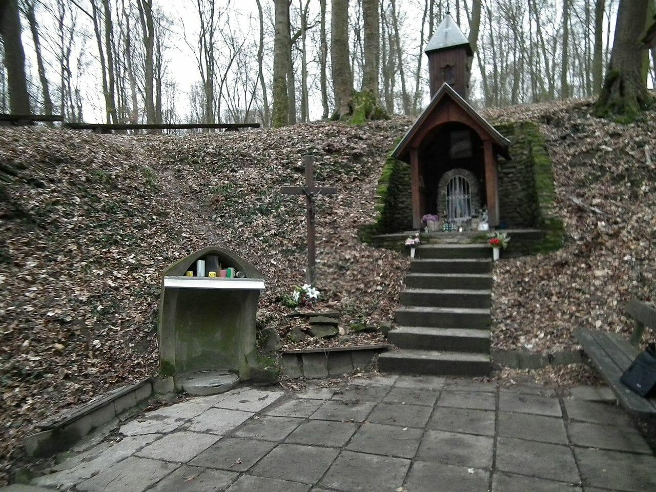Hostečná studnička a kaplnka, Smrdáky