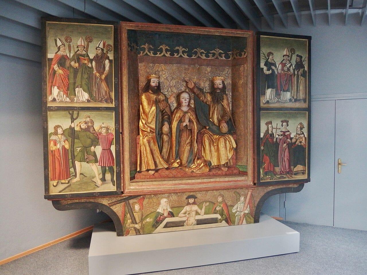 Pôvodný oltár z Ludrovej umiestnený v Liptovskom múzeu v Ružomberku