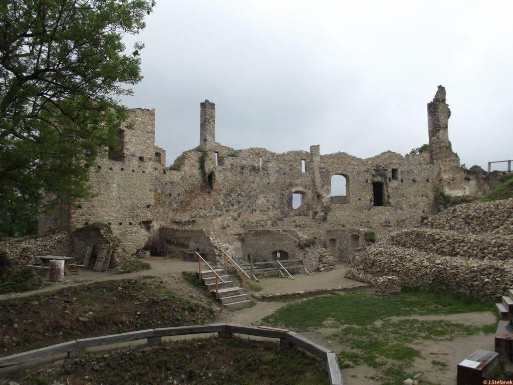 Považský hrad-pohľad na objekt Z