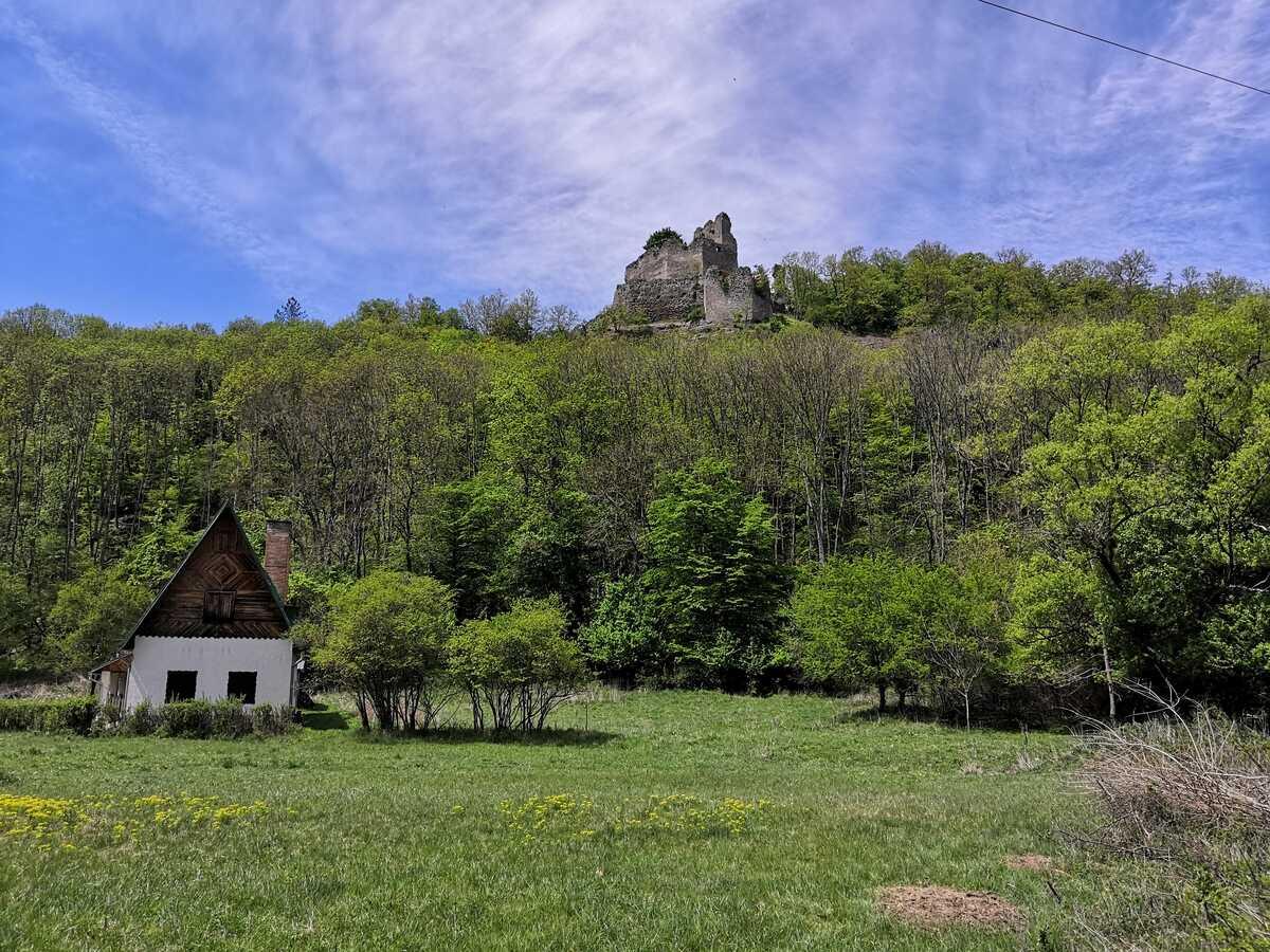 Pod hradom Čabraď