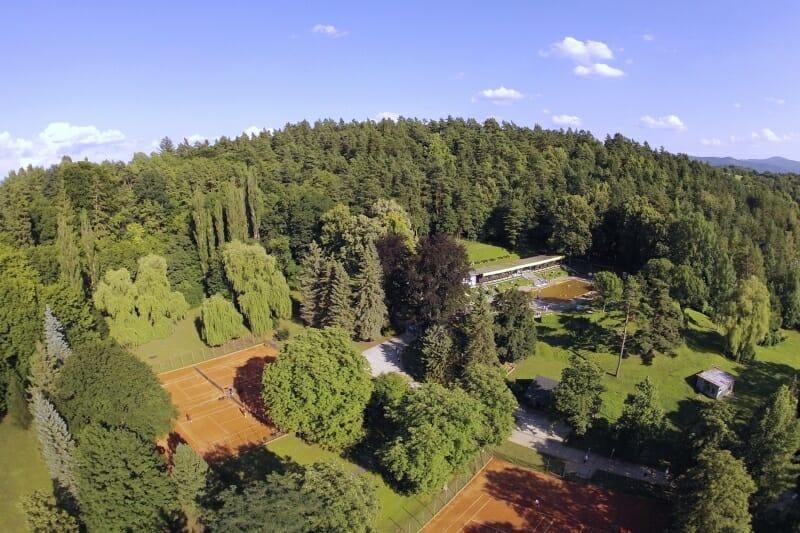 Letecký pohľad na areál letného termálneho kúpaliska Sliač