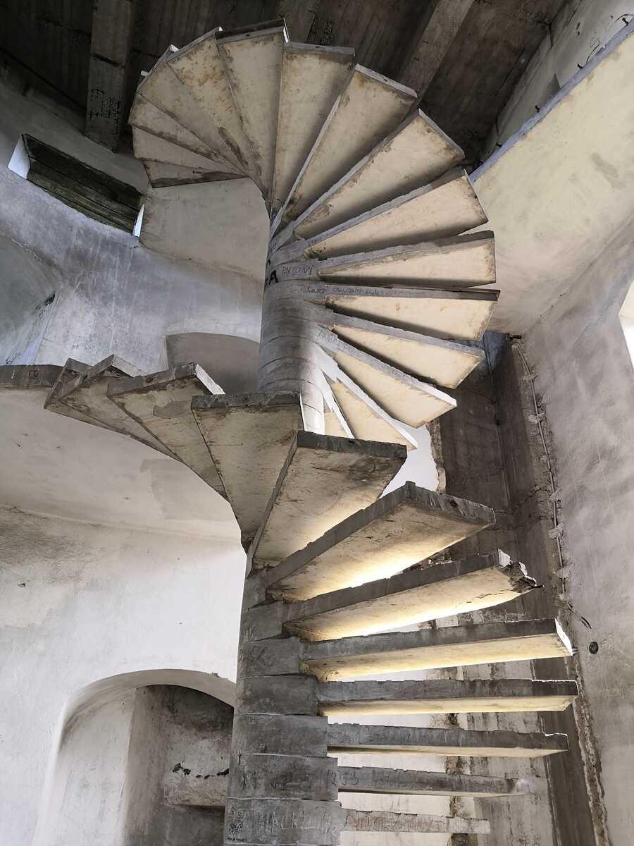 Točité schodisko v jednej z bášt - Bzovík