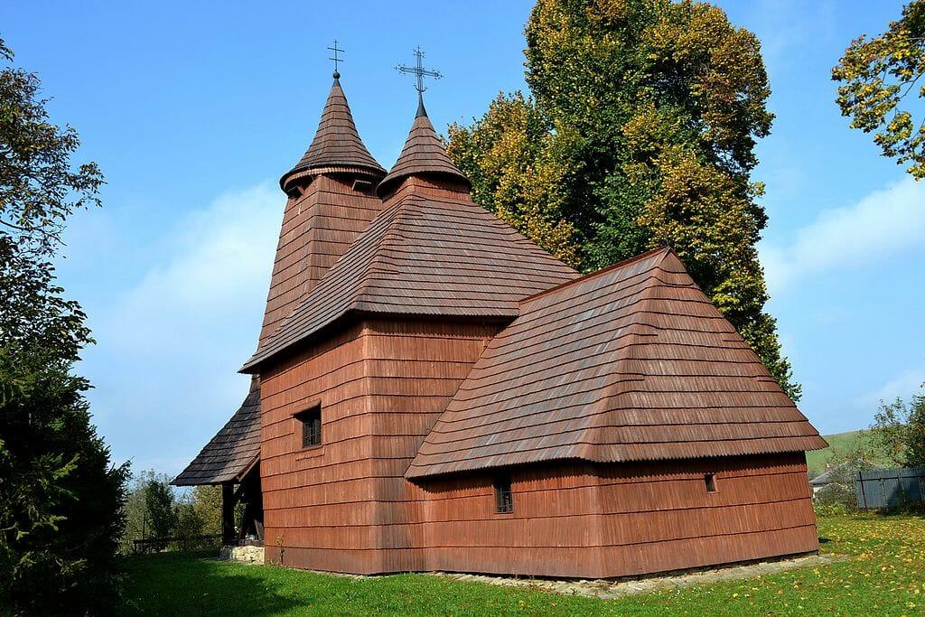 Drevený kostol sv. Lukáša v Tročanoch