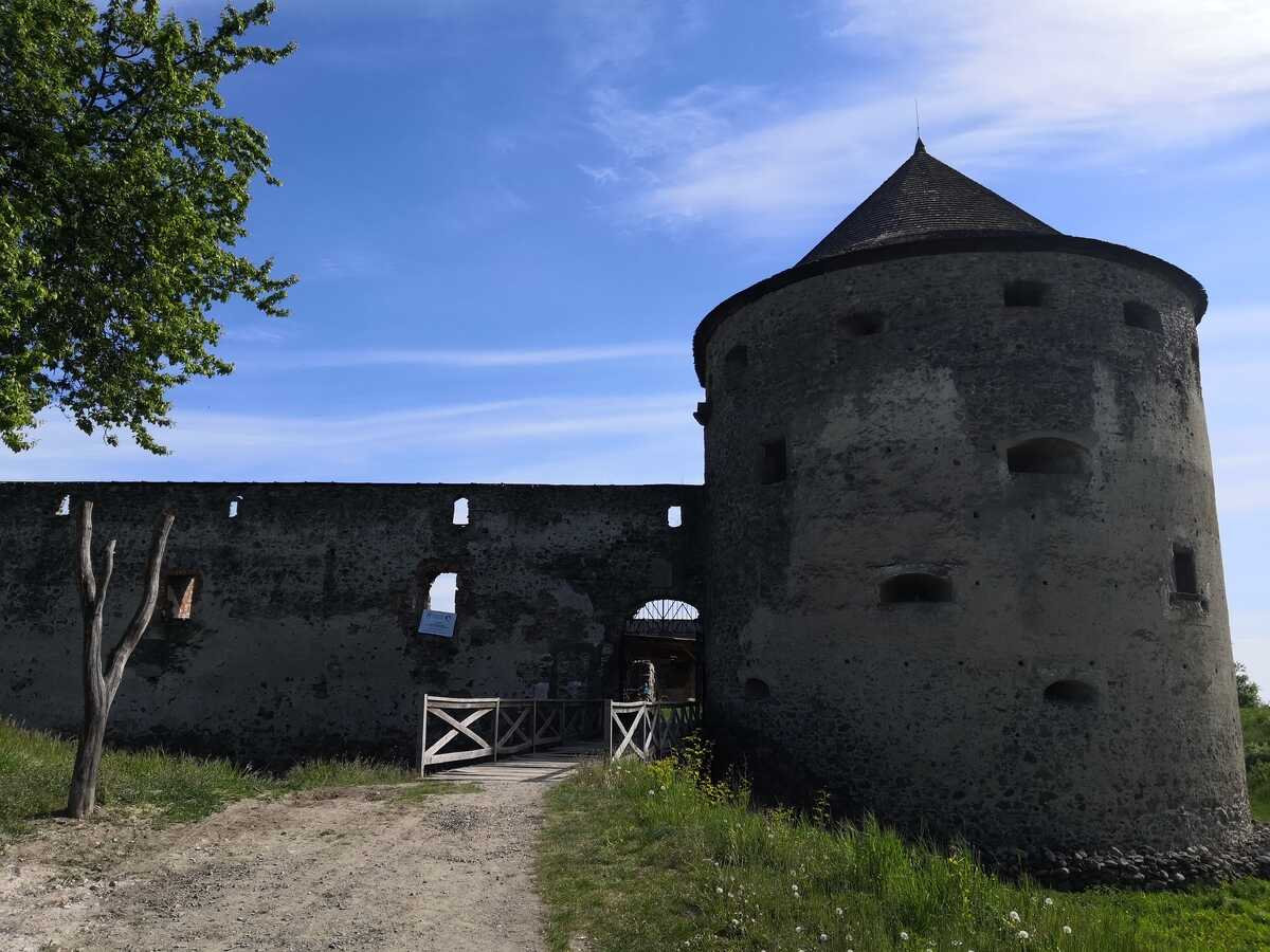 Vstup do pevnosti Bzovík