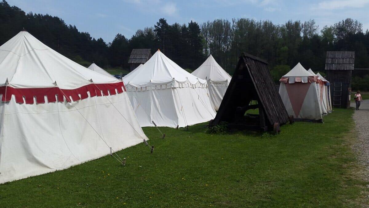 Historické obytné stany v Stredovekom vojenskom tábore